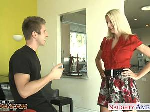 Seductive MILF Emma Starr down for a good romp to her pussy