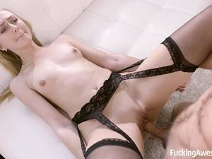 Alexa Grace puts on her sexiest clothing for a hook-up