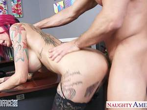 Anna Bell Peaks wet at the office for a good fuck