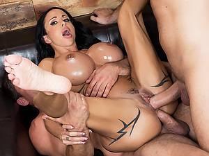 Jewels Jade - Deep massage for Big Bubble Butt. Porn Star gets a double penetration