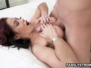 Stepmilf Ryder Skye loves getting tittyfucked by her boy
