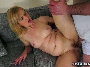 Jennyfer ready for his cock to be in her gaping booty