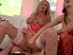 Hardcore threesome w. Jenna & Nikki